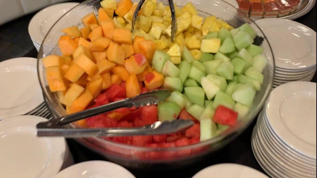 マジェスティック号 料理 フルーツ盛り合わせ