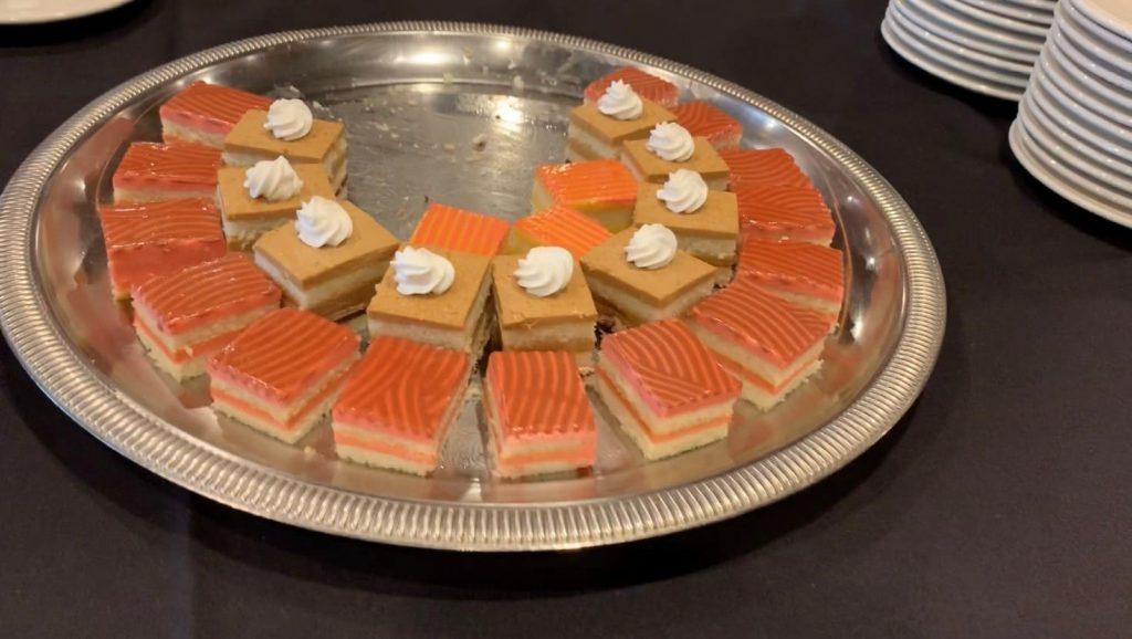 マジェスティック号 料理 ケーキ