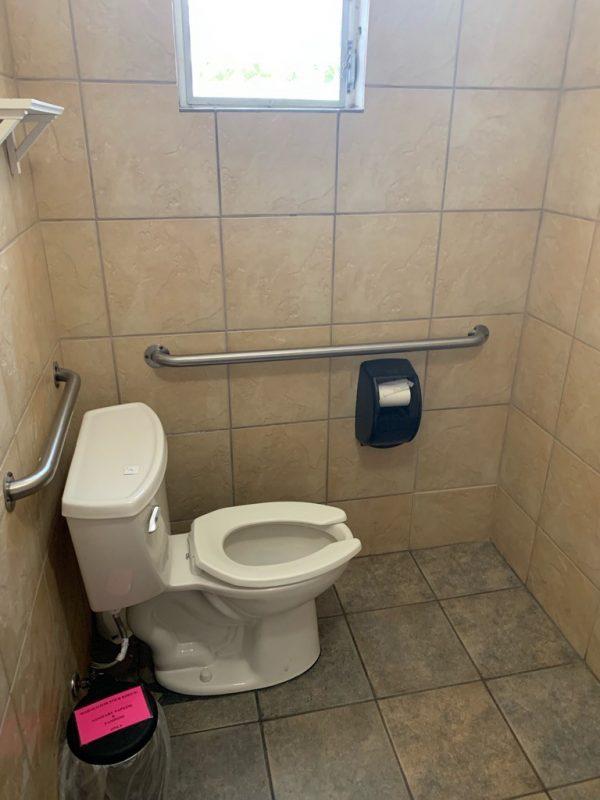 モケズ(Moke's)のトイレ3