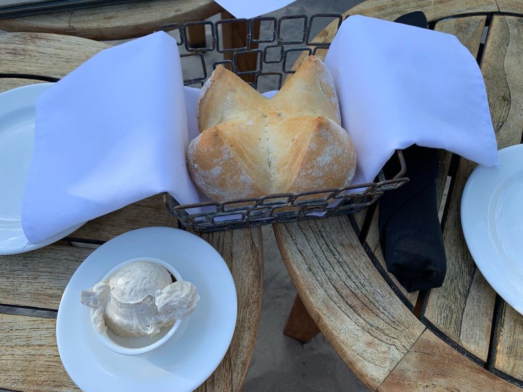 トミーバハマ 前菜のパン